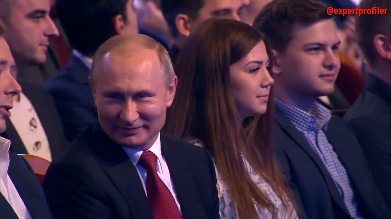 Она в стрессе от Путина. Анализ мимики и жестов соседки Путина в первом ряду на КВН