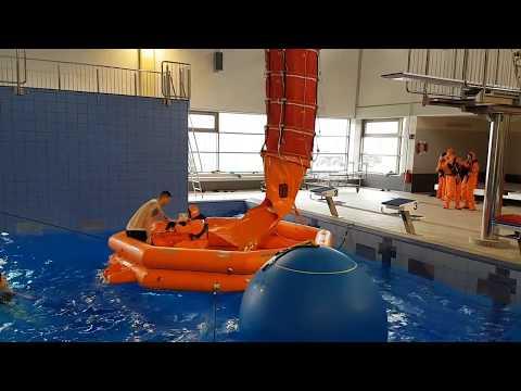 Soldaten Trainieren In Der Rettungsübungshalle | Wilhelmshavener Zeitung