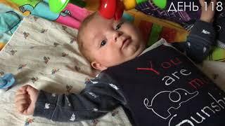 Новорожденный и развивающий коврик.