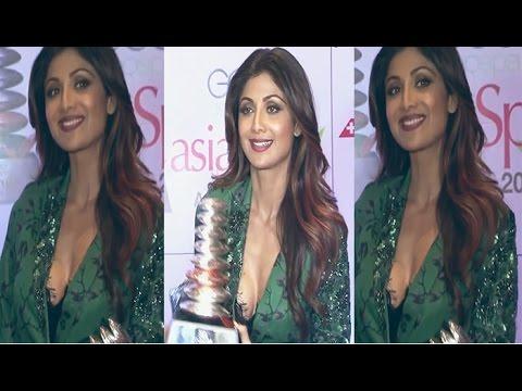 Shilpa Shetty Hot Cleavage Show at Asia Spa Awards thumbnail