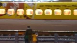 【九州新幹線800系1000番台】ミッキー新幹線【限定品】を見に来た親子