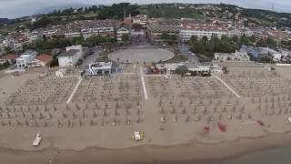 Vista della pista ciclabile in piazza asterope a francavilla al mare con del lido delle rose