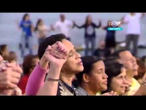 Oração padre Roger Luís no Acampamento 'Quem como Deus'