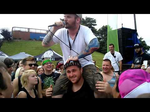 Mac Lethal Does Pancake Rap In Crowd - Warped Tour 2013