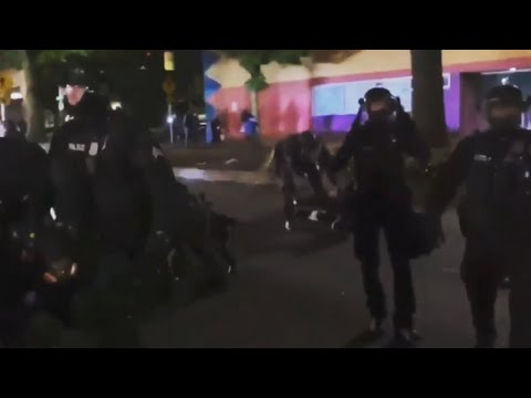 Portland Police storming rioter crowd - going all in on take downs and arrests