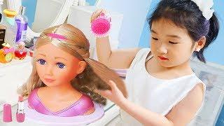 salon de coiffure de Boram AMANTINE PRETEND TO PLAY HAIRDRESSER