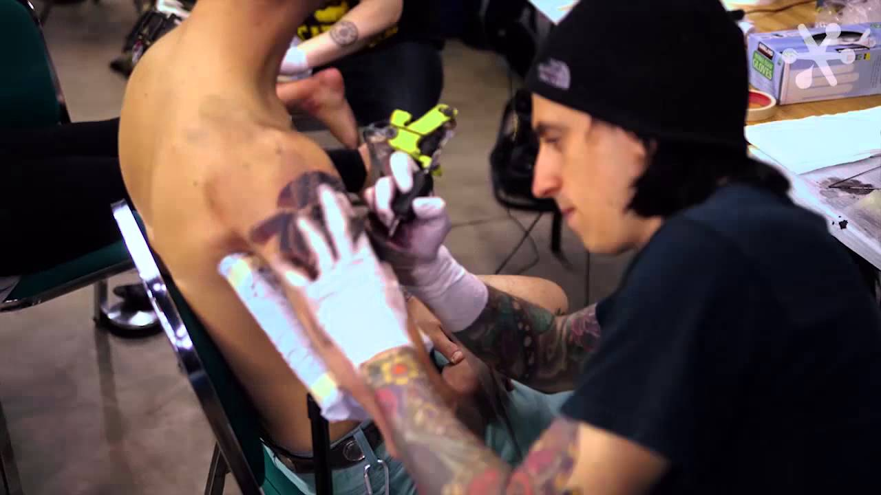 Keith Gets Tattooed By Herb Auerbach At The Cleveland Tattoo Expo 2013 Youtube
