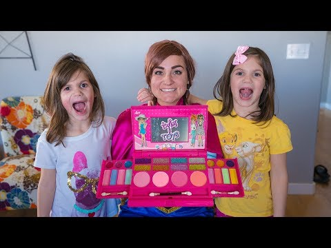 Princess Anna Helps Kate & Lilly put on MAKEUP!!