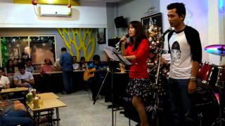 Nhìn xem trẻ bé & Giáng Sinh Khó Nghèo - Nhạc Anh cổ - anh Trí, chị Lux Hà