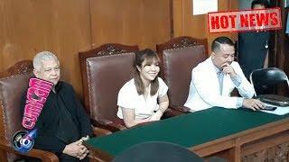 Hot News! Sunggingkan Senyuman Manis, Gisel Hadiri Sidang Putusan Cerai - Cumicam 23 Januari 2019