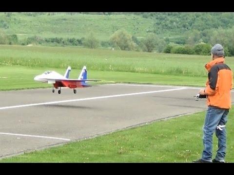 Rc Sukhoi SU 27  Turbinen Jet  Pilot ist Martin Lüthi was für ein hammer flug