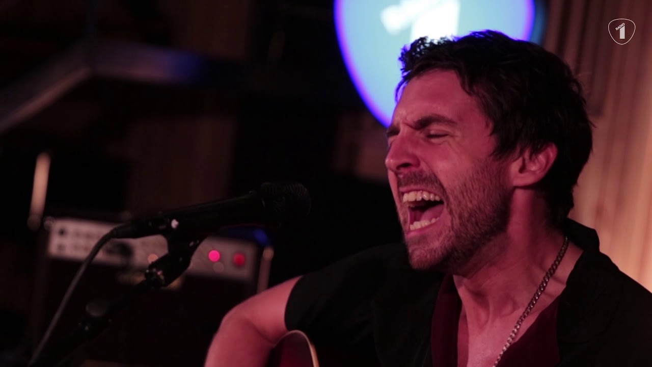 miles-kane-the-wrong-side-of-life-radio-1-live-sessie-vrtradio1