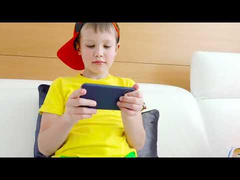 New iPhone XS Макса в бассейне