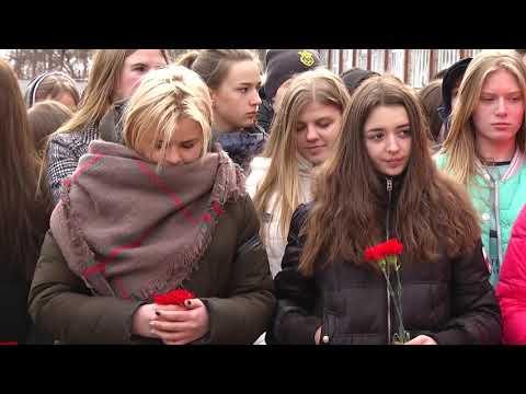 Телеканал Ексклюзив: У Хмельницького відкрили меморіальні дошки Артему Мазуру та  Дмитру Іваху