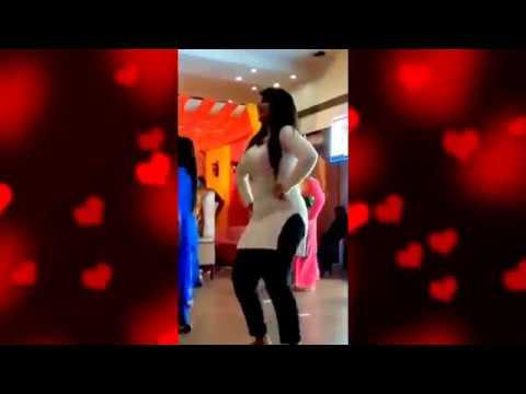 Teri Photo Le Ke Hot Dance