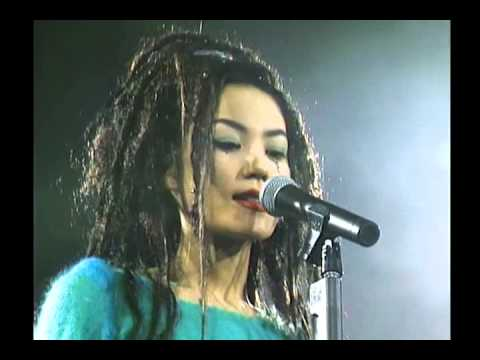 Faye Wong  in HK 1994 Full 王菲94香港演唱会 完整版  Part 10