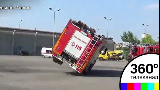 Итальянские спасатели не вписались в поворот и перевернулись