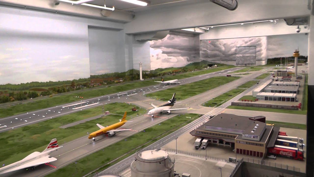 The longest video of the biggest HO scale airport in the world, Hamburg Germany, 14+17 JAN 2014,
