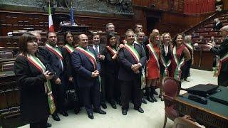 La camera dei deputati apre le porte dell'aula di montecitorio a oltre 600 sindaci tutta italia, e fra loro in particolare ai delle zone terremota...