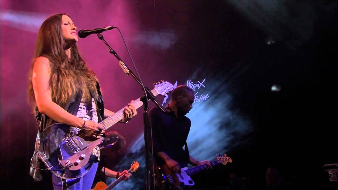 Resultado de imagen de Alanis Morrisette - Live at Carling Academy (HD)
