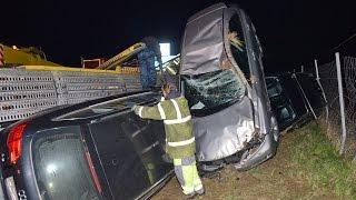 Autószállító tréler borult árokba -  Lexus, Audi, Seat, Volvo műszaki mentése az M86 autóúton