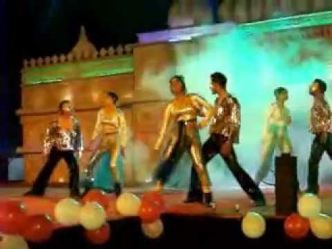 Aaj ki raat hona hai kya & Parda Parda Medley