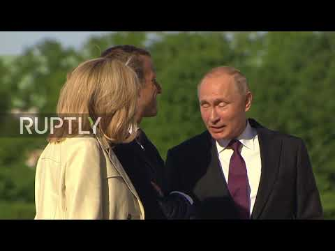 Russia: Putin welcomes French presidential couple in St. Petersburg