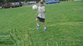 NEW RECORD 4200!!!! U9 GIRL JUGGLING SOCCER BALL 585 TIMES.
