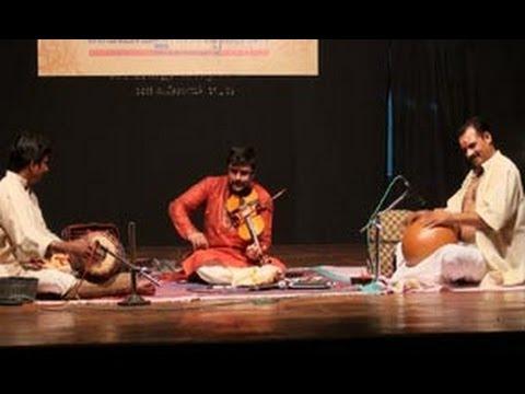 Violin performance by A Jayadevan on Adathu Asangathu Va va Kanna