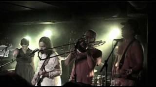 Tuomas Henrikin Jeesuksen Kristuksen Bändi - Pettymys (Live)