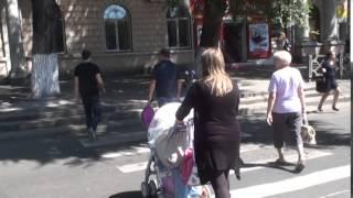 Trotuarele din Chișinău nu sunt adaptate pentru cărucior