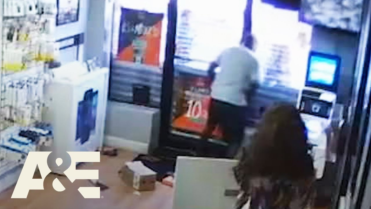 Two Men Get Trapped in Store During Robbery Attempt | I Survived a Crime | A&E