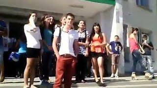 Крым Студенты поют Гимн Украины в лицо Константинову