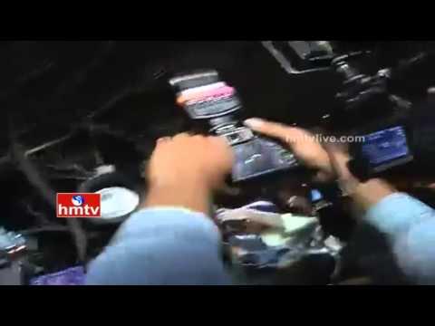 High Tension at Haji Ali Dargah | Trupti Desai Fails to Enter Dargah | HMTV
