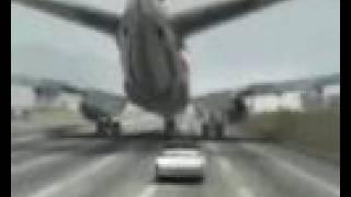 aterrizaje de avion en carretera