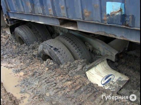 Фура перекрыла проезд в жилом районе Хабаровска. MestoproTV
