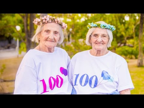 Thumbnail: Twin Sisters Celebrate 100th Birthday With Cake And Crowns