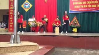 [Lễ Khai Giảng]  Cover Bay Qua Biển Đông - CLB guitar Hàm Rồng