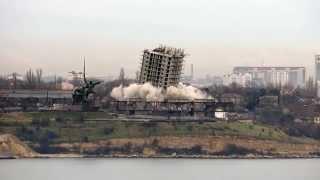 Неудачный снос 16-этажного дома в Севастополе – первый взрыв (HD)