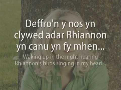 Abercuawg - Fflur Dafydd (geiriau / lyrics)