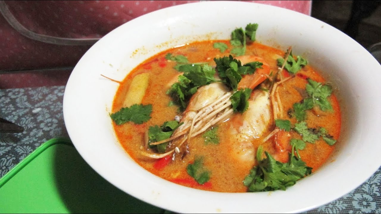 Tom yum Kung (Thai sour and spicy shrimp soup) ต้มยำกุ้ง ...