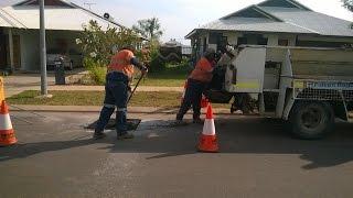 Ямочный ремонт дороги в Австралии