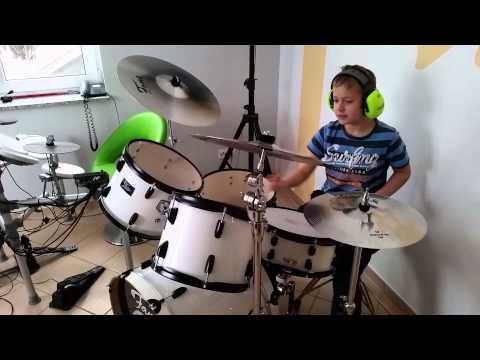 Tim 11 Jahre und sein Schlagzeug
