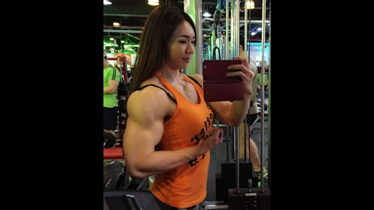 curvy muscle girl