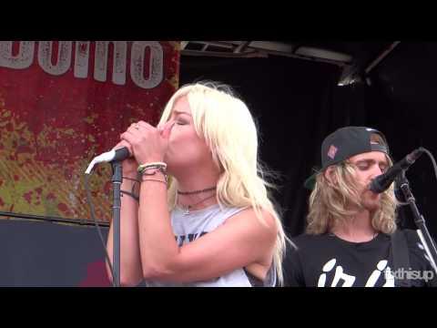 Tonight Alive - Amelia (live @ Warped Tour - Ventura)