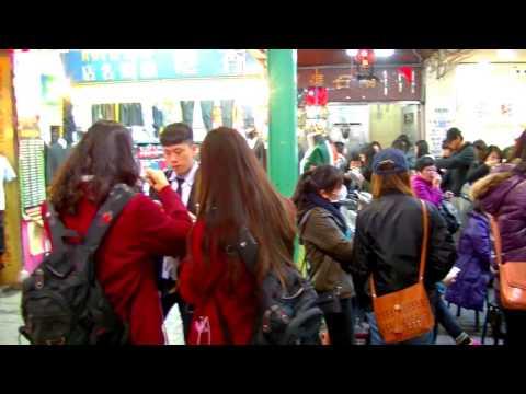 2017 [ 台灣散步行 ] = Taipei台北 = 西門町捷運站6號出口~徒步區~阿宗麵線立食~老天祿滷味~苦瓜汁~東龍大飯店~誠品百貨~電影街