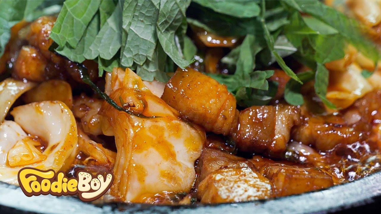 한우대창 고기볶음 / Stir-Fried Korean Beef Tripe and Pork Belly - Korean Street Food / 부산 대연동 순옥식당
