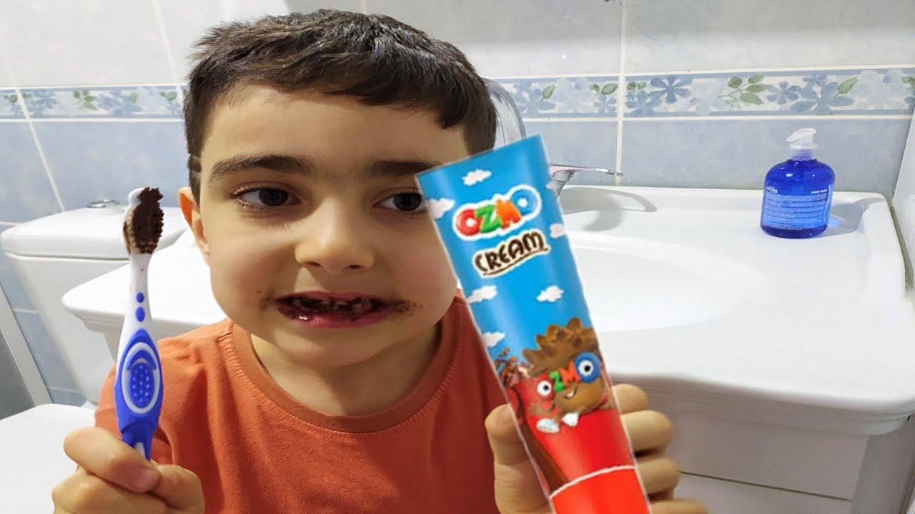 Esmanur ve Nisa Sakızla Dişlerini Fırçaladı