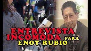 ENTREVISTAD0RA PONE C0NTRA LAS CUERDAS a Enot Rubio
