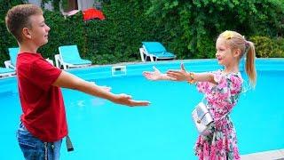 Марго Наряжается на СВИДАНИЕ Зачем Настя забрала Платье